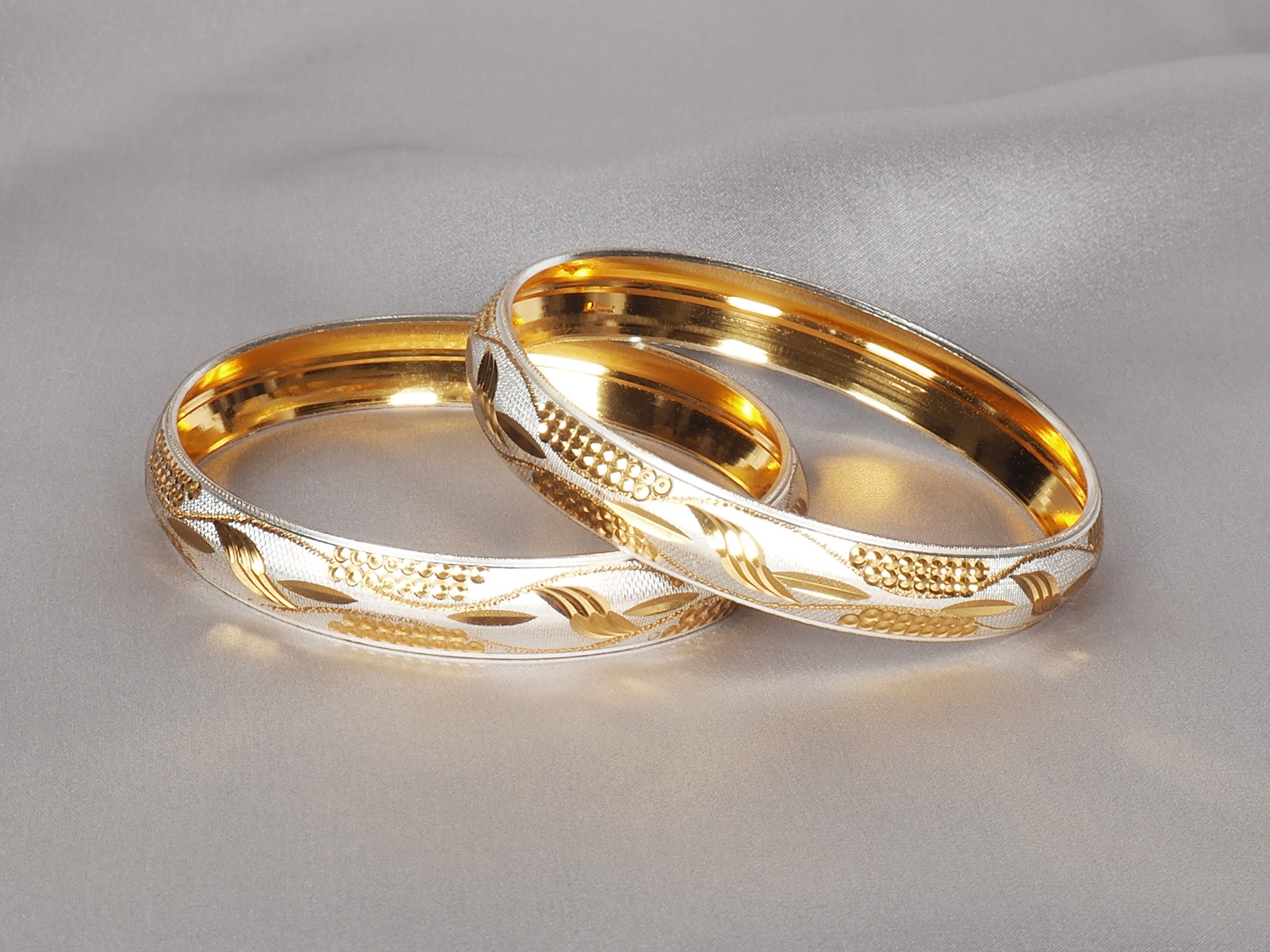 Buy traditional Indian bangles